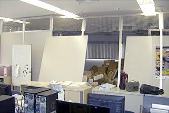 本社2階事務室の被災状況写真